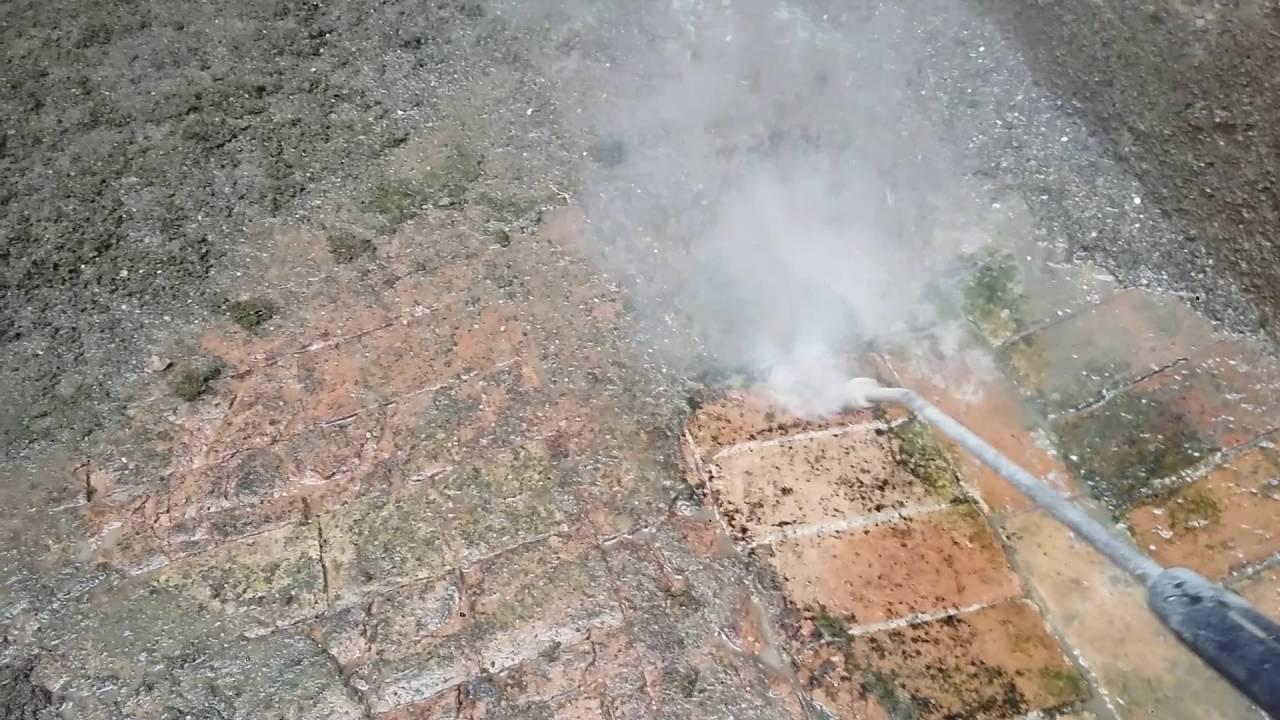 Lavaggio pavimento in pianelle molto sporco riqualificazione urbana