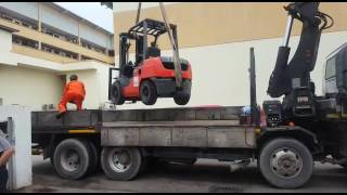 How to lift forklift onto / using lorry Crane