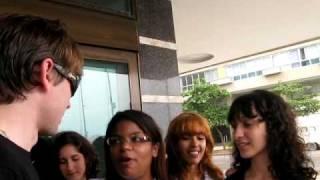 Alex Kapranos talks to fans in Rio (March 21, 2010)