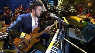 Beyaz Show - Mustafa Ceceli hangi müzik aletlerini çalabiliyor?