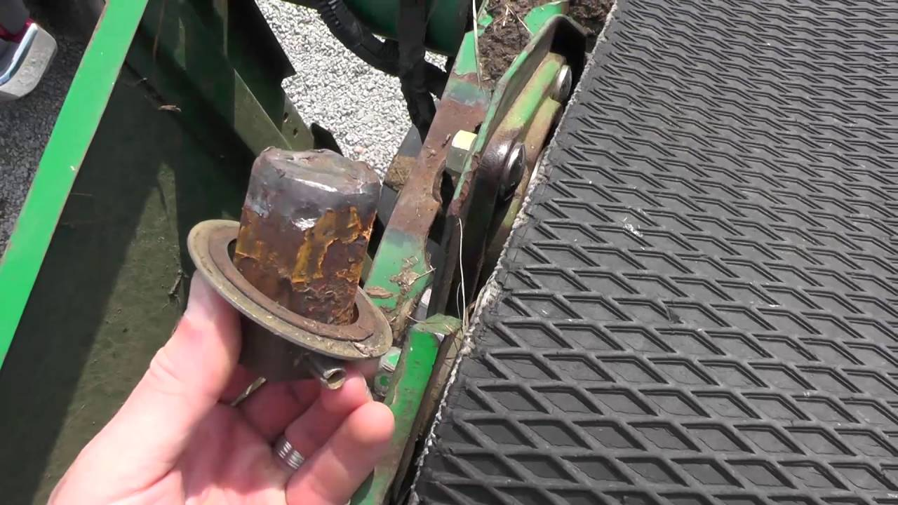 John Deere 535 round Baler-Broke hex shaft on Top Roller?