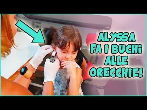 Alyssa fa i buchi alle orecchie!!