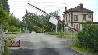 Spoorwegovergang Saint-Pierre-la-Garenne (F) // Railroad crossing // Passage à niveau