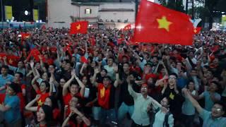 Khoảnh khắc hàng triệu trái tim Việt Nam ăn mừng chiến thắng của U23 Việt Nam   DNX