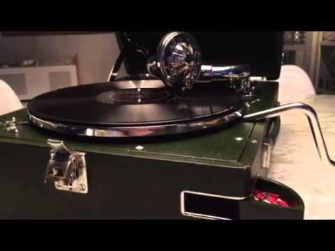 Rina ketty HMV102 E gramophone