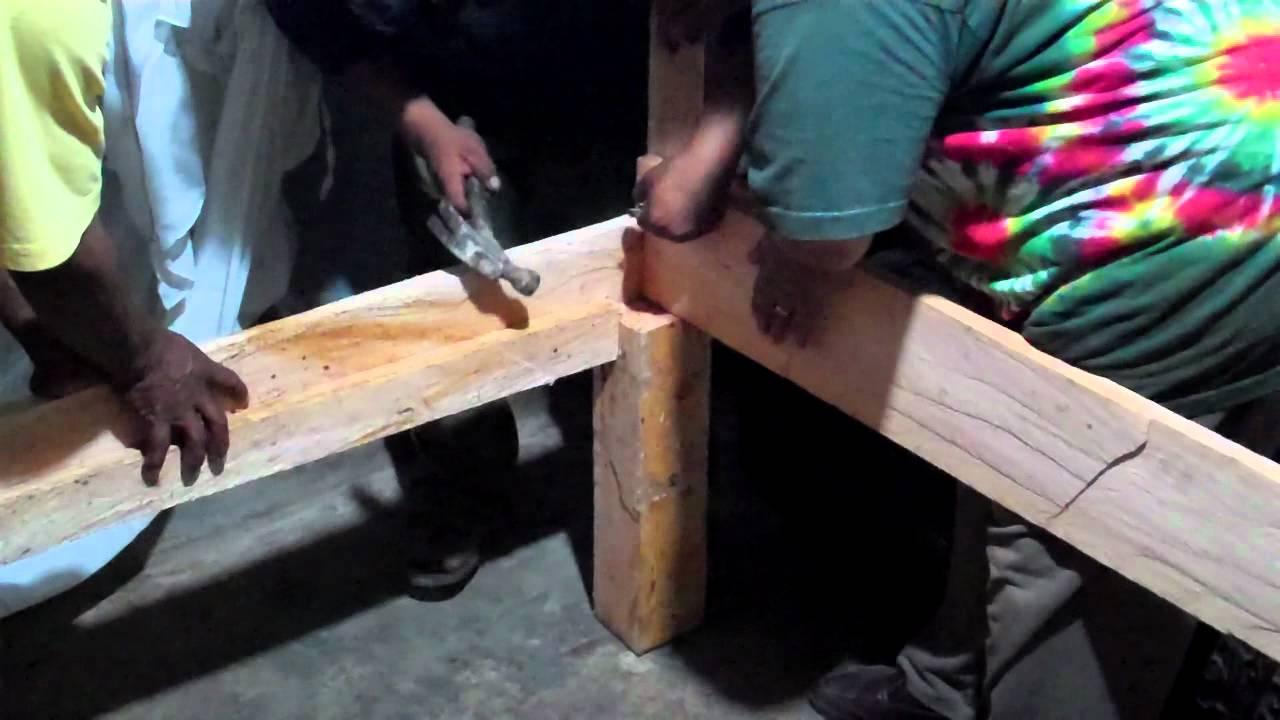 Construyendo una cama de madera a mano - YouTube