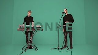 Download lagu HONNE - WARM ON A COLD NIGHT | A COLORS SHOW