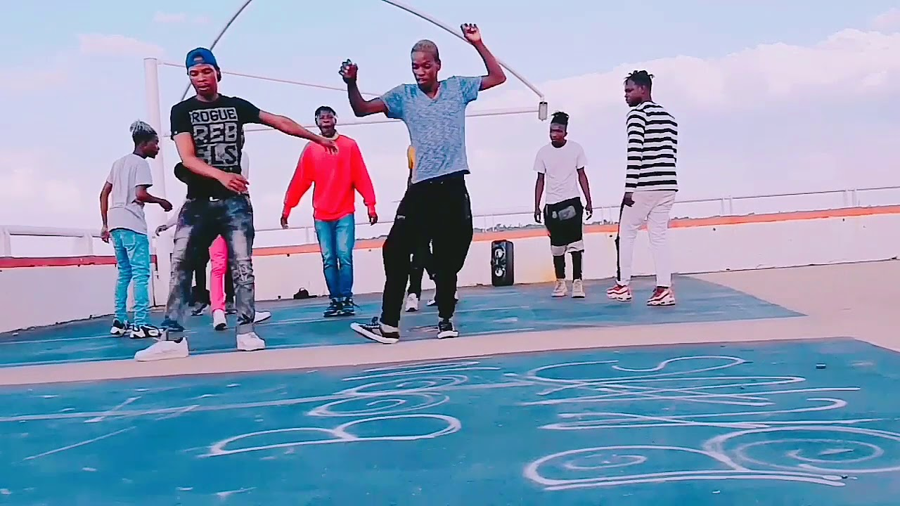 John Vuli Gate the official trending video in SA Skotsifontain #maPiano #Calona #ntoshGazi #dancers