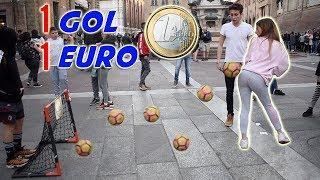 Regaliamo 1 EURO alle RAGAZZE per ogni GOL col SEDERE che riescono a fare!