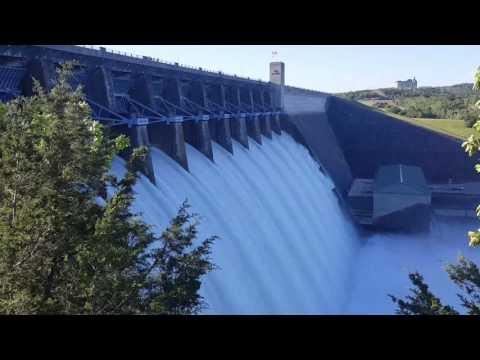 Table Rock Dam all 10 flood gates open 5-1-17