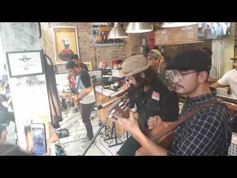 Chicco Jerikho & Rio Dewanto - Sahabat Sejati (Soundtrack Filosofi Kopi 2)