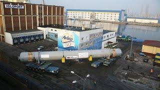 Spektakularny transport ponad 500 tonowego reaktora w Porcie Gdynia - relacja TV