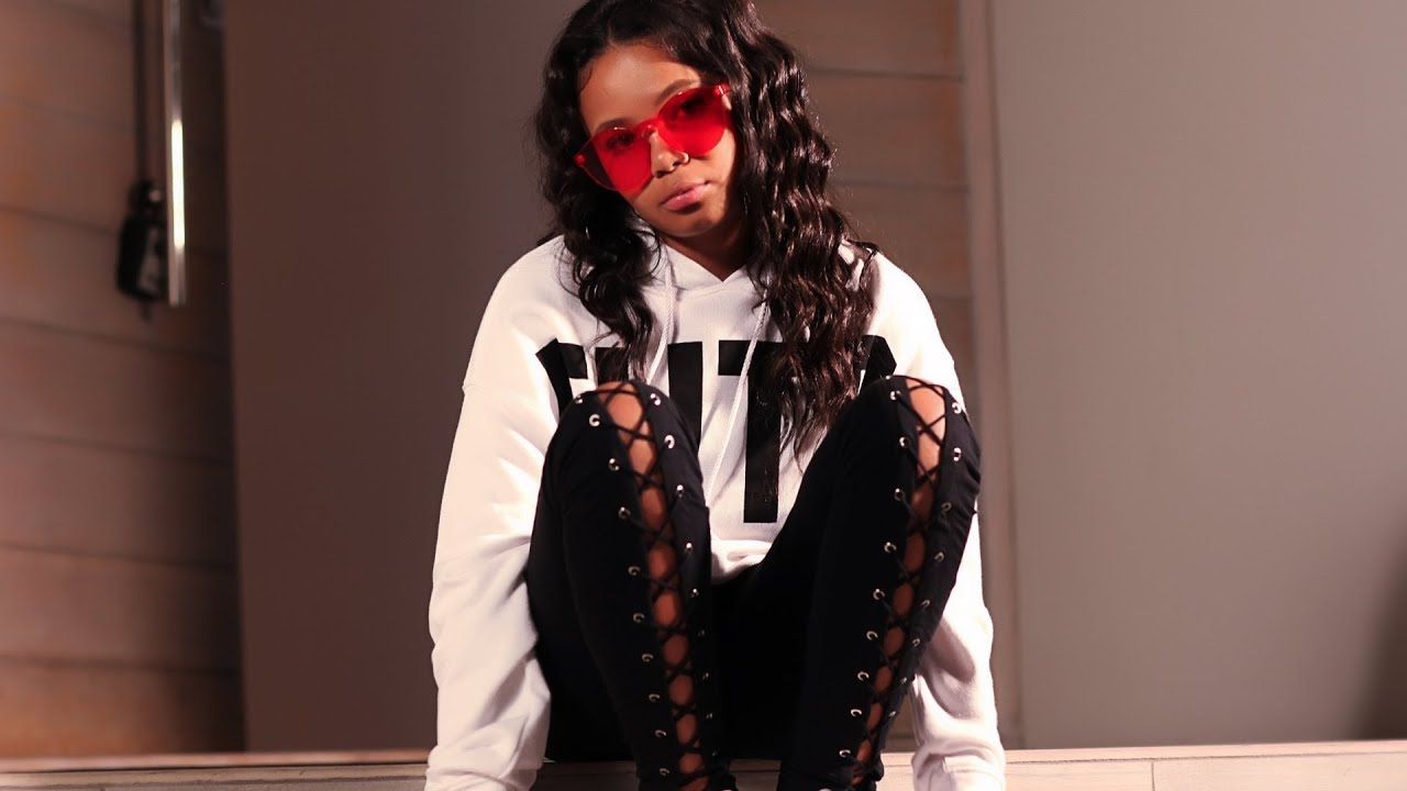 brooklyn-queen-feeling-so-wavy-official-video