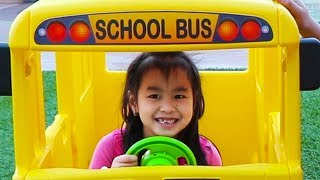 Jannie Pretend Play Going to School with Giant Bus Toy