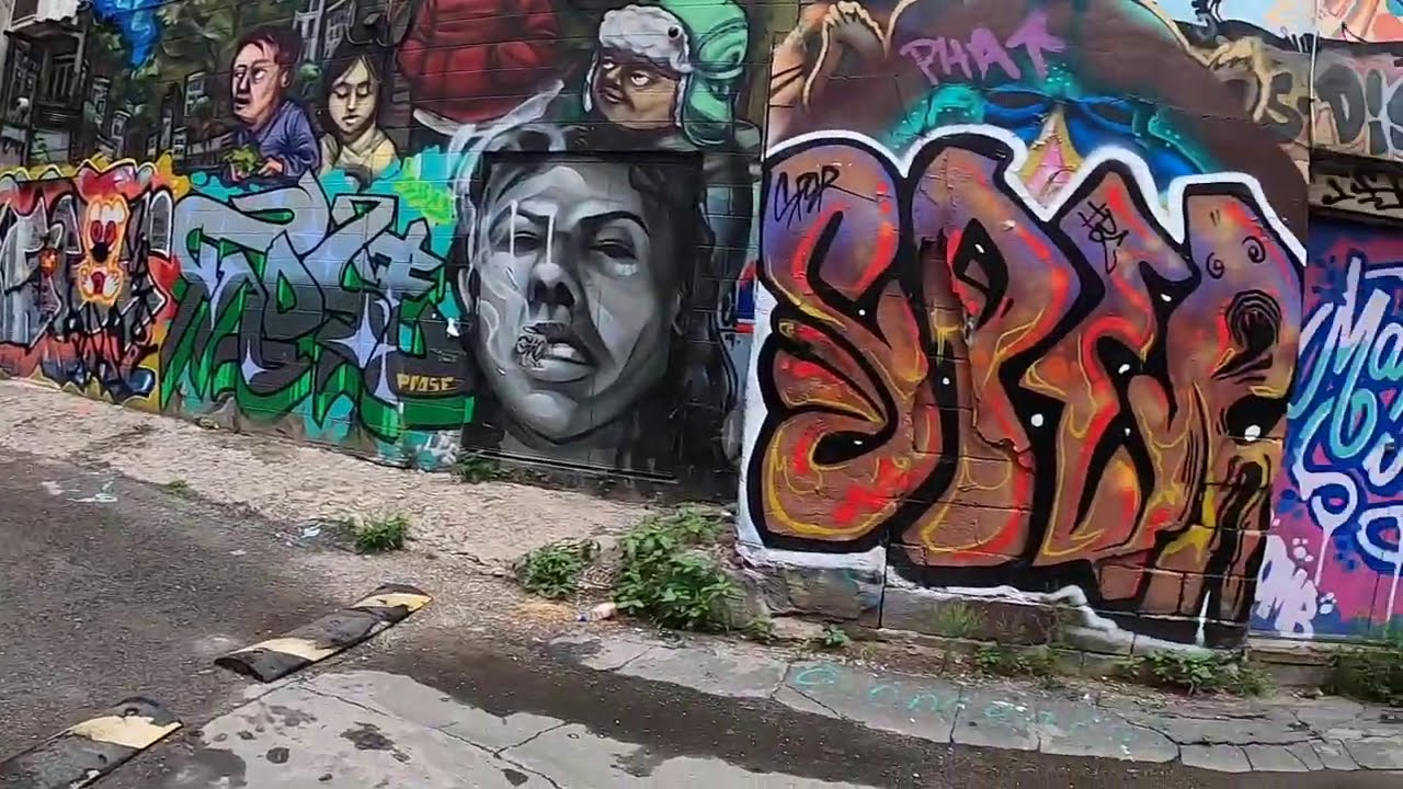Toronto walking tour || Graffiti Ave || Kensington Market