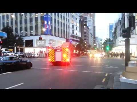 Fire Engine Auckland City 207 Responding Queen Street Lights And Sirens