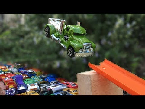 Jump over 100 Hot Wheels Cars