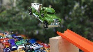 Jump over 100 Hot Wheels Cars