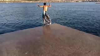 Bisikletle denize atlama 1