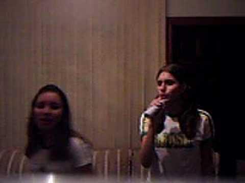 jessica e bia cantando