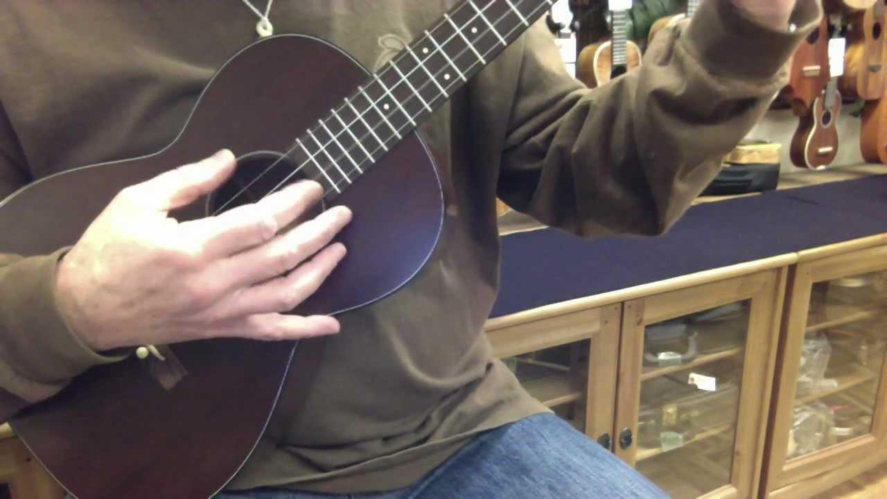 1960 39 s vintage martin style 51 mahogany baritone ukulele ukulele mania tokyo youtube. Black Bedroom Furniture Sets. Home Design Ideas