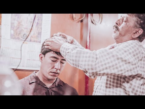 RELAXING HEAD MASSAGE AT SIDE STREET INDIAN BARBER - MANALI - INDIA - ASMR (Nomad Barber)
