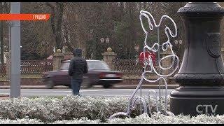 Гродно готовится к Новому году - ледяной трон, живой символ года и старинные сани