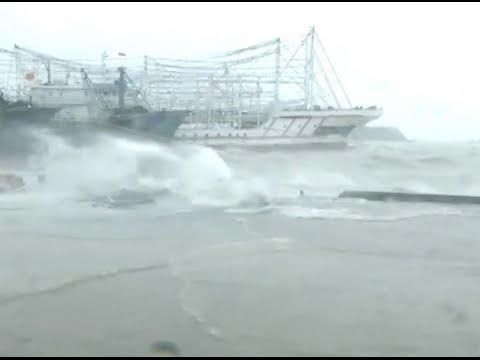 Typhoon Mujigae Hits South China City
