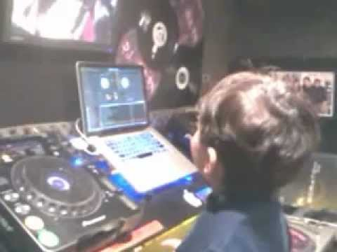 Murilo fazendo scratch com video (filho do DJ Bean) Travel Video