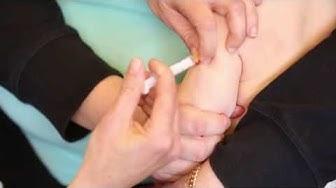 Rokotteen antaminen lapsen olkavarteen ihonalaisesti, SC