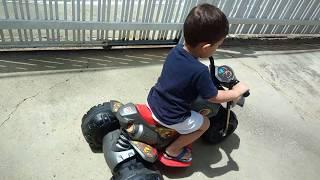Moto elétrica infantil XT3 Bandeirante | Rafael brincando