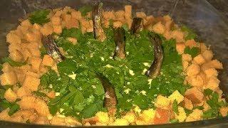 Салат рыбки в пруду. Салат рыбки в пруду из шпрот. Шпротный салат. Салат рыбки в пруду с сухариками.