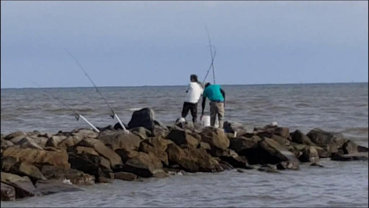 Dauphin island jetty fishing for bull redfish youtube for Dauphin island fishing report