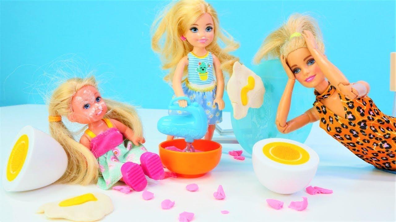 Barbie videoları. Chelsea ve Steffie cupcake yapıyorlar! Kız oyunları