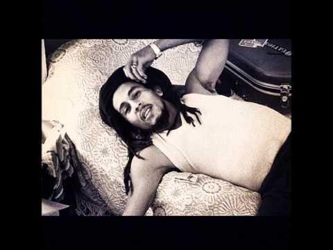 Waiting in vain- Rare acoustic- Bob Marley (19 min version)
