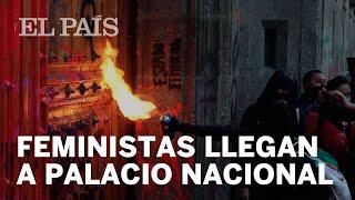 FEMINICIDIOS | Feministas PROTESTAN en el Palacio Nacional de México