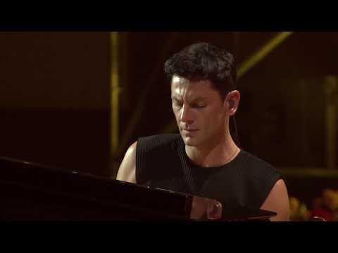 Maksim performing Beyond Rangoon live