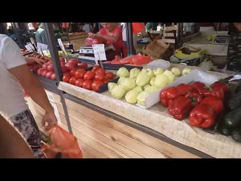Food in Serbia 03a - Zemun Pijaca green market