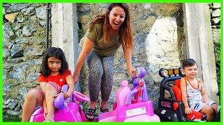 Yankı Çok Komik Yerde Lav Var Oynadık The FLOOR is LAVA Family Fun Kid Video Çocukcuk