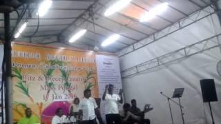 Singer vinayakar in singer velmurugan podhuvaga en manasu thangam song at show singapore