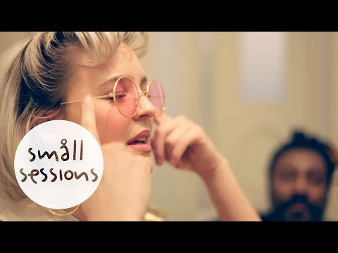 Anne-Marie - Alarm (acoustic) | Småll Sessions