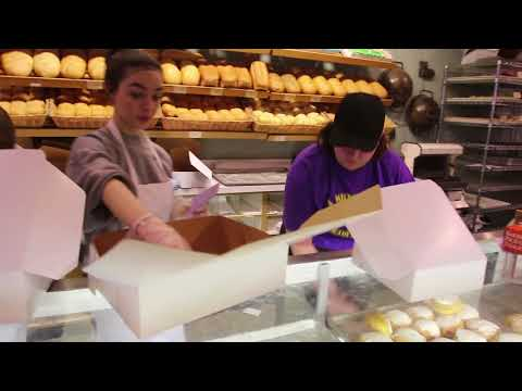 Video: Paczki Day at National Bakery in Brookfield