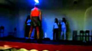 O Valmir tirando a roupa(dando uma de mulher)_mpeg4.mp4