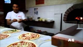 Как приготовить настоящую итальянскую пиццу!(Сюжетик снят в небольшом ресторанчике в городке Varazze неподалёку от Генуи в Октябре 2011 года. Всё-таки приятн..., 2013-09-08T01:32:15.000Z)