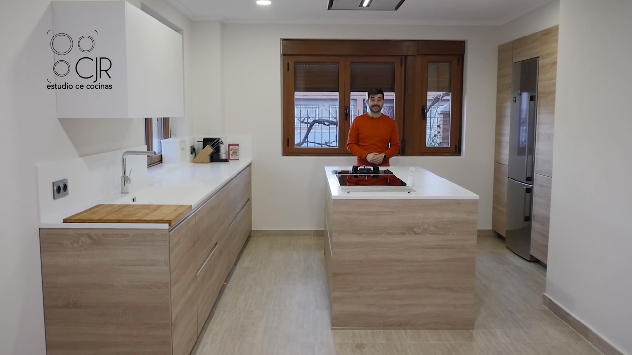 Cocina moderna con Isla color madera y blanco encimera de