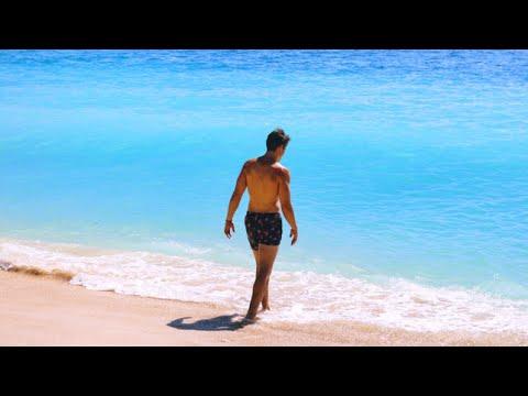 BALI TRAVEL VLOG | Crazy Beach in...