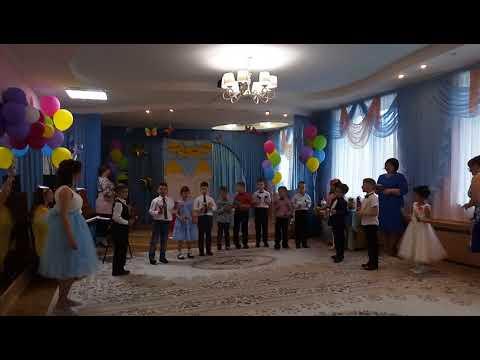 Выпускной в садике, песня и игра на музыкальных инструментах