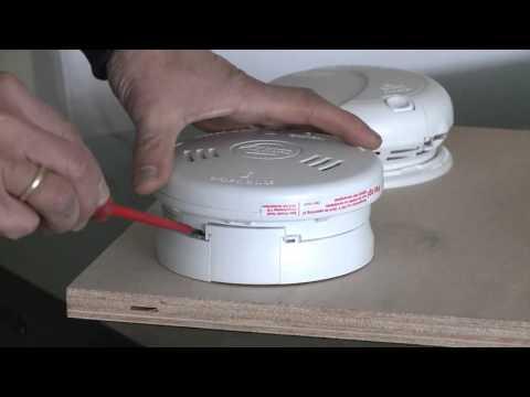 Vervangen rookmelder of batterij rookmelder - YouTube