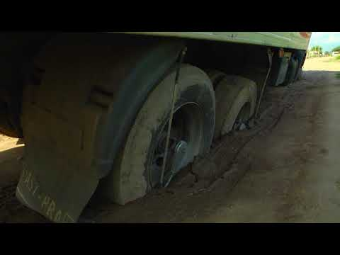 Bº Circulo 4: Un camión quedó empantanado