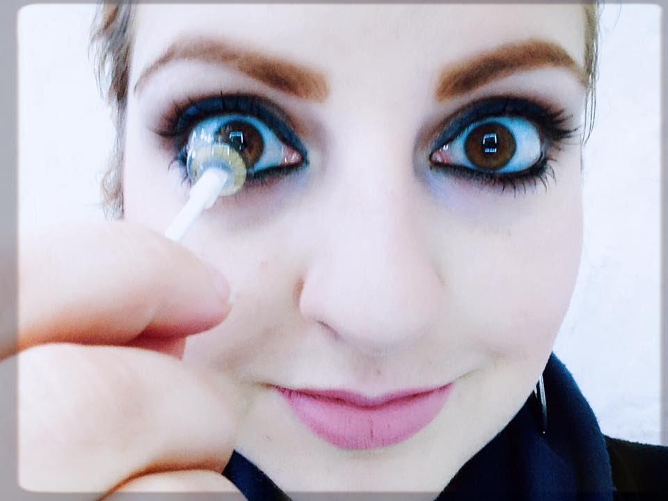 Como colocar lentes com palito  Como aplicar lentes de contato com ... 22f9aa035a